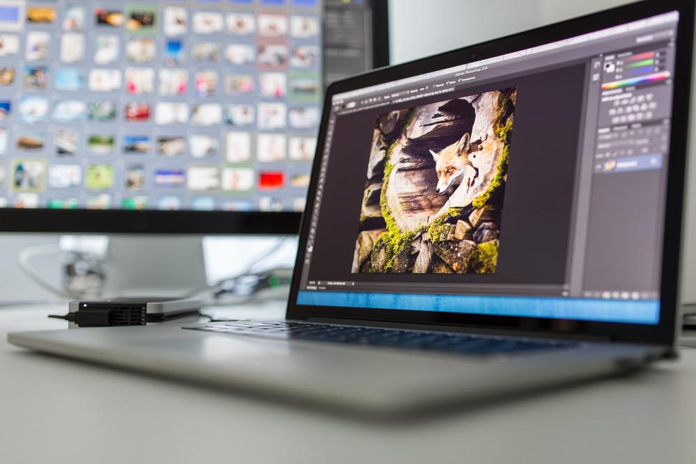 computadora con photoshop