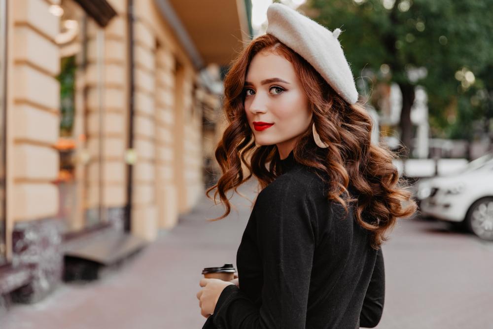 mujer francesa a la moda